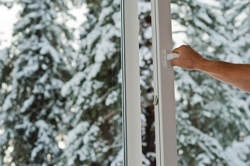 Зачем переводить пластиковые окна в зимний режим