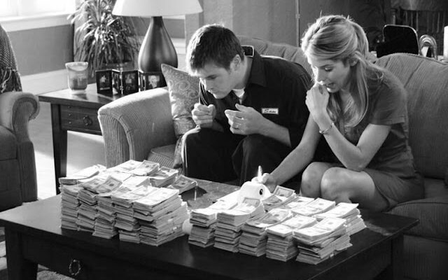 Психолог рассказал почему нельзя вкладываться в семейный бюджет пополам с мужчиной